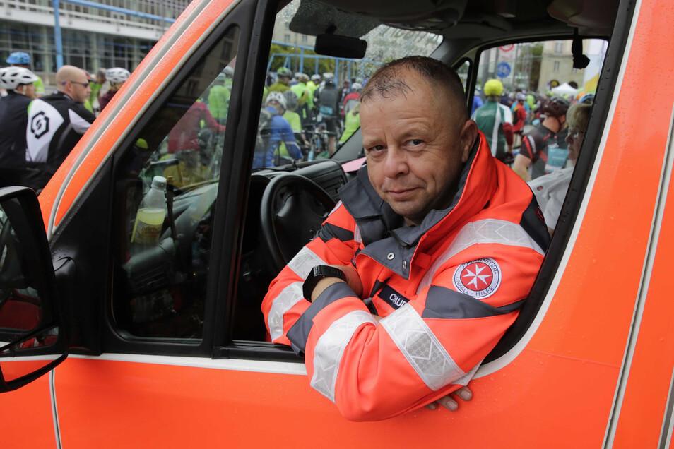 Hat alles stets im Blick und dabei trotzdem Humor: Johanniter-Rettungsassistent Christian Gaudig.