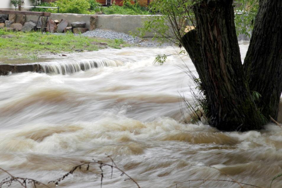 Wenn Bäche und Flüsse über die Ufer treten, ist Panik die schlechteste Reaktion. Wie gut die Bürger von Bischofswerda und Bautzen für extremes Wetter vorsorgen, wollen Forscher herausfinden.