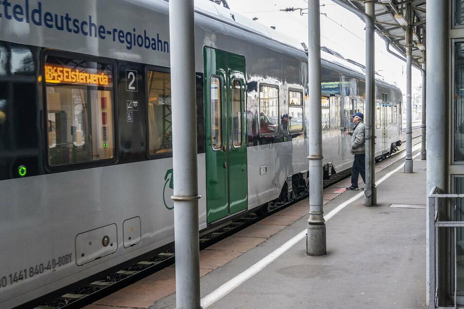 Ein Zug der Mitteldeutschen Regiobahn (MRB) am Riesaer Bahnhof.