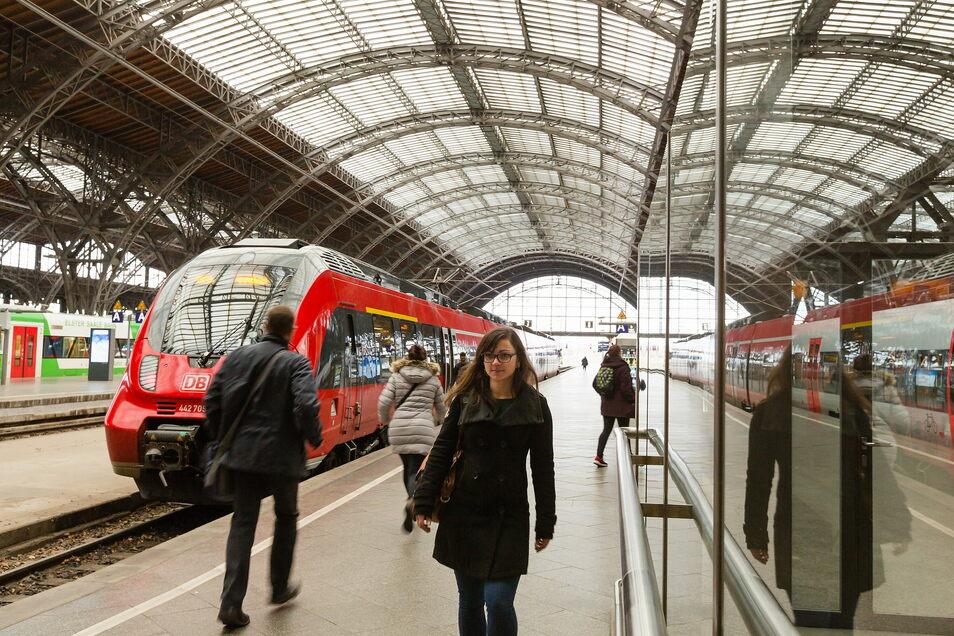 Vom Leipziger Hauptbahnhof – hier ein Archivfoto – gibt es bisher keine S-Bahn-Linie, die bis nach Riesa führt. Allerdings existieren Überlegungen, das zu ändern.