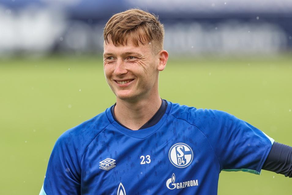 Im Trainingslager im österreichischen Mittersill lacht Markus Schubert und hat gute Laune. Die dürfte ihm vergangen sein, als ihn Schalkes Trainer zur Nummer zwei machte.