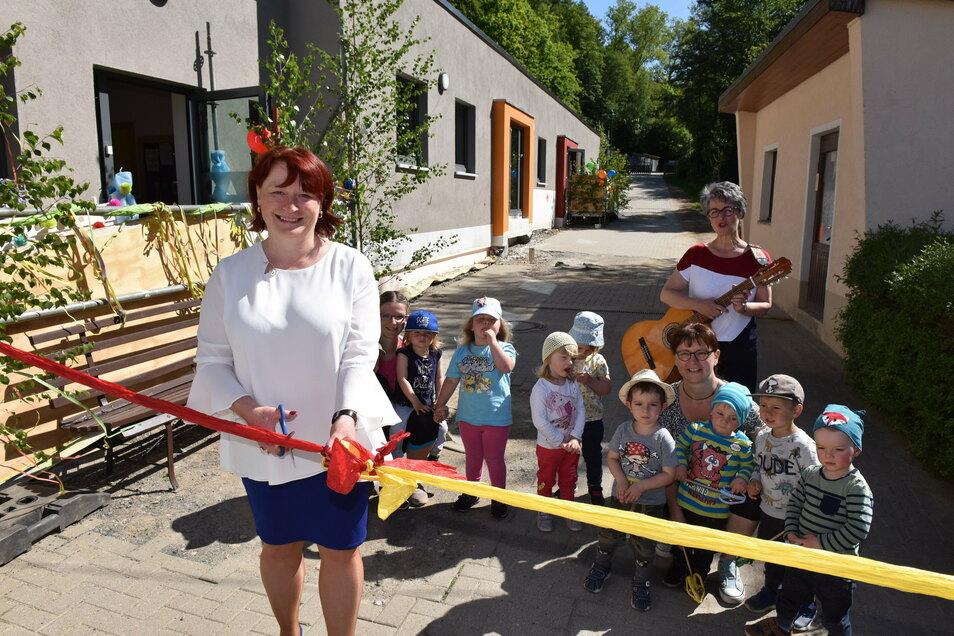 Im Juni 2020 hat Oberbürgermeisterin Kerstin Körner den Krippenanbau in der Kita Spatzennest in Schmiedeberg eröffnet.