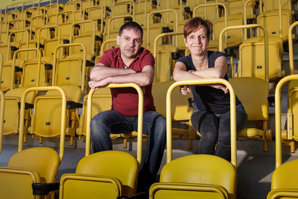 Zu spät gibt es nicht: Enrico Bakán und Mandy Scholz lernen als Erwachsene das Lesen - und wollen anderen Mut machen.