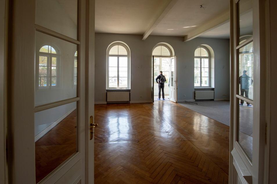 Der einstige Tanzsaal war zuletzt ein Wohnzimmer einer Wohnung.
