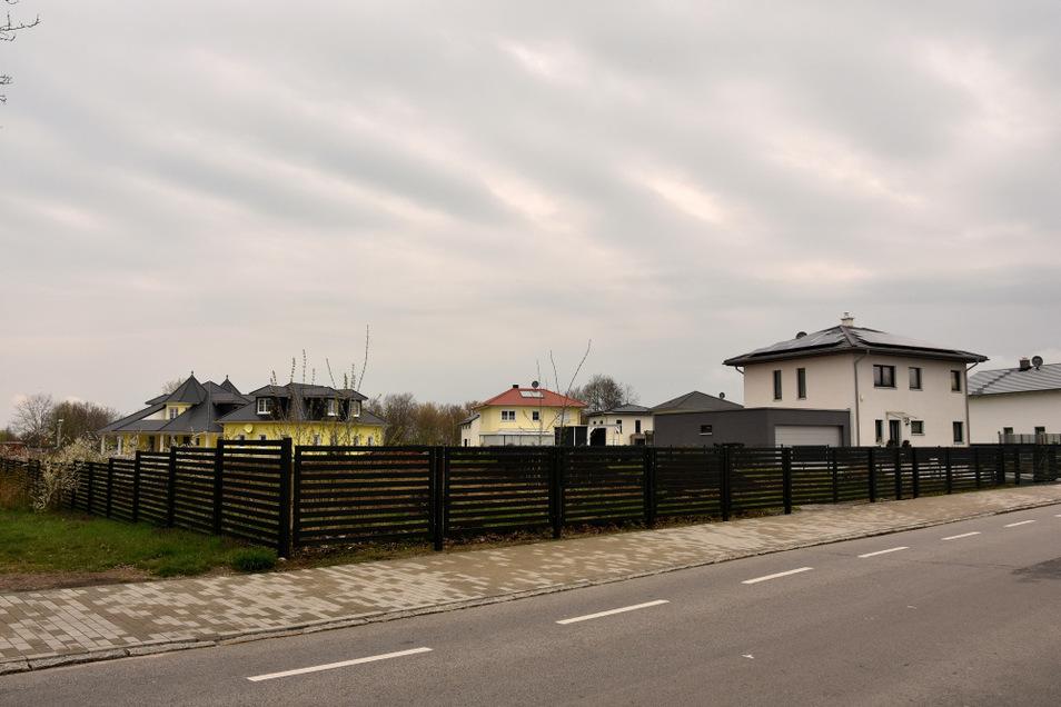 """Das neue Wohngebiet """"Zur Alten Elster"""" mit 15 Häusern an der Kolpingstraße in Hoyerswerda. ."""