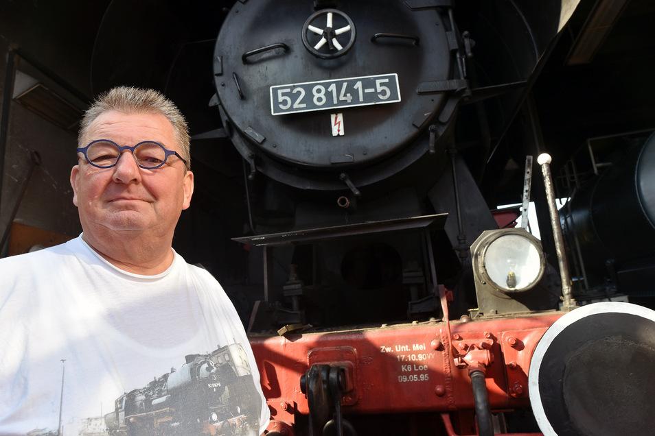 Nur noch wenige Tage muss Osef-Chef Alfred Simm auf die Rückkehr der fast 80 Jahre alten Dampflok 52 warten.