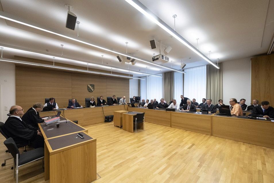 Anfang Juli 2018 verurteilte das Landgericht Dresden sechs ehemalige Infinus-Manager zu insgesamt 36,5 Jahren Haft.