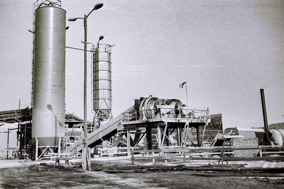 Die Betonmischanlage hatte ein Volumen von 5.000 Litern und wurde an drei Standorten eingesetzt.