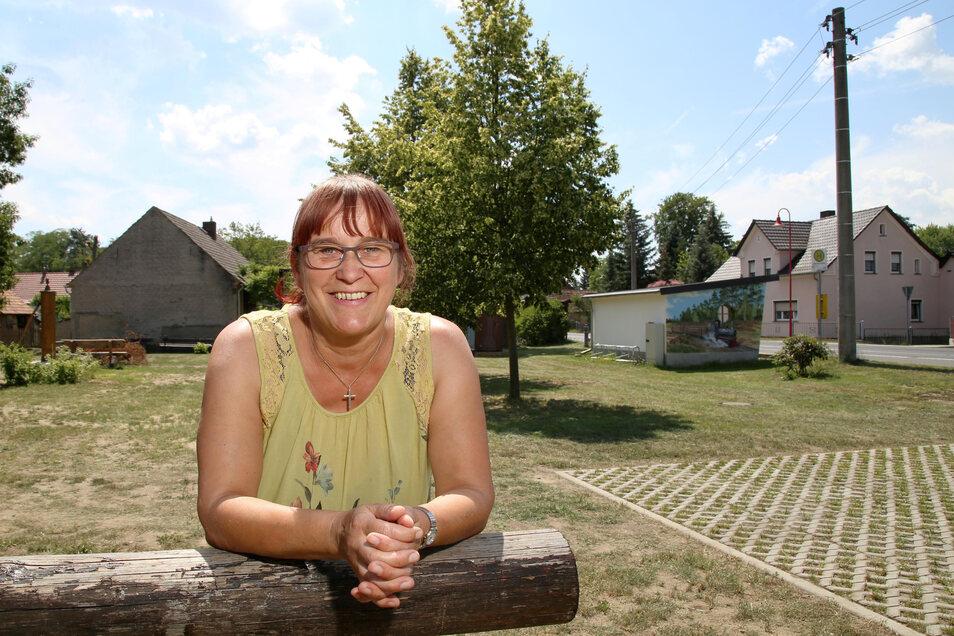 Inge-Margret Buntrock vom Kreba-Neudorfer Heimatverein lädt alle interessierten Einwohner am Sonnabend zum Sommernachtsplausch auf den Dorfplatz ein.