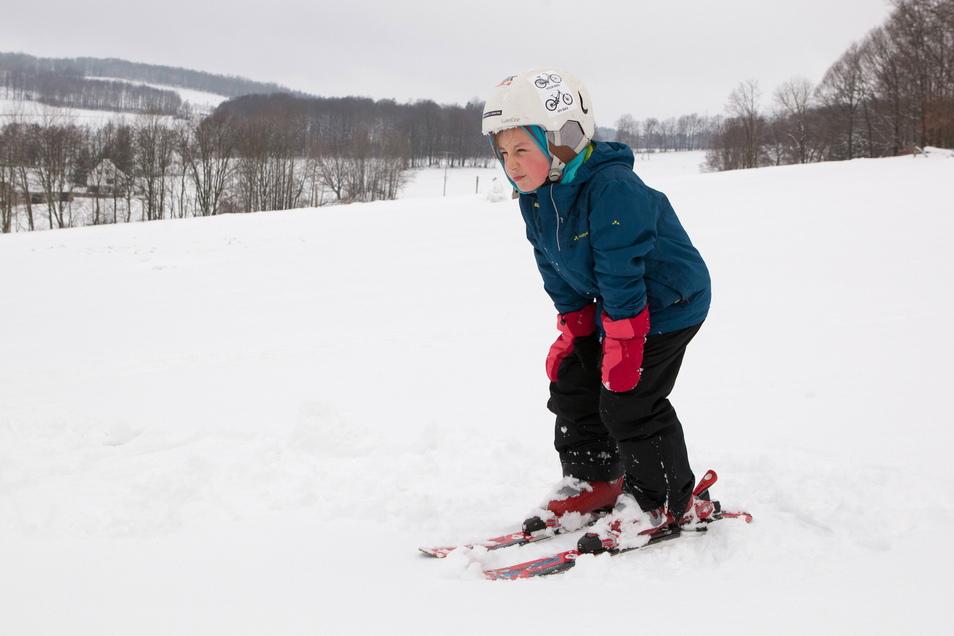 Solange es das Wetter noch hergibt, sind Skifahren und Rodeln in heimischen Gefilden angesagt.