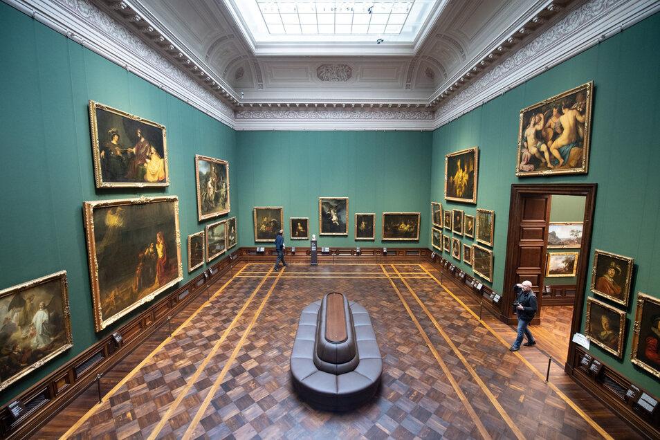 Insgesamt werden 700 Gemälde und 420 Skulpturen gezeigt.