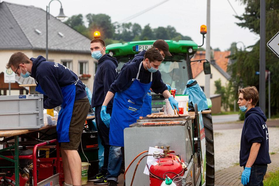 Jugendclub Dittersdorf feiert eine corona-regelkonforme Sonnenwendfeier.