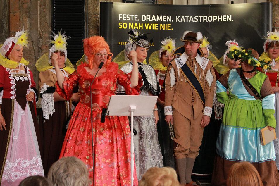 """Unter dem Motto """"August und die Hochzeit der Superlative"""" bietet der Hofdamencircle Dresden am Sonnabend in Rammenau eine unterhaltsame Reise ins Jahr 1719. Damit trat das Ensemble bereits bei der Saisoneröffnung der Staatlichen Schlösser, Burgen und Gärt"""