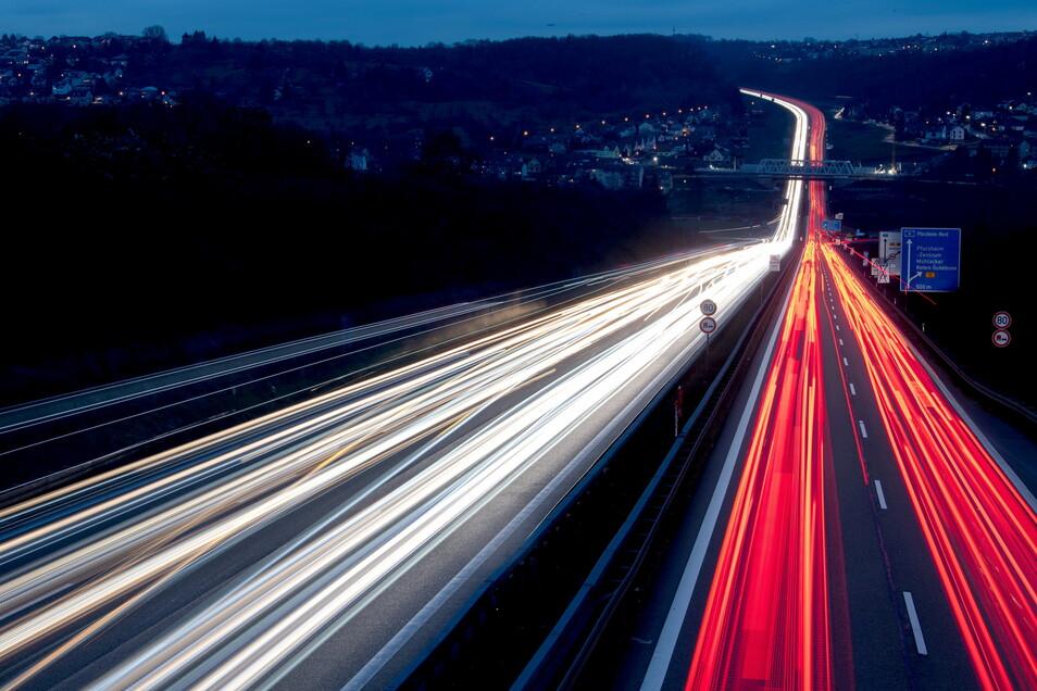 Der Großteil der im Verkehr ausgestoßenen Emissionen stammt von den Straßen.