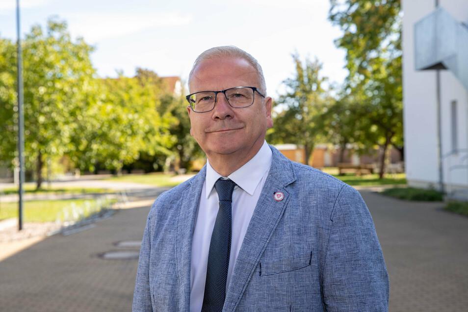 So sehen Sieger aus: Torsten Ruban-Zeh (SPD) setze sich im zweiten Wahlgang durch und ist nun neuer Oberbürgermeister von Hoyerswerda.