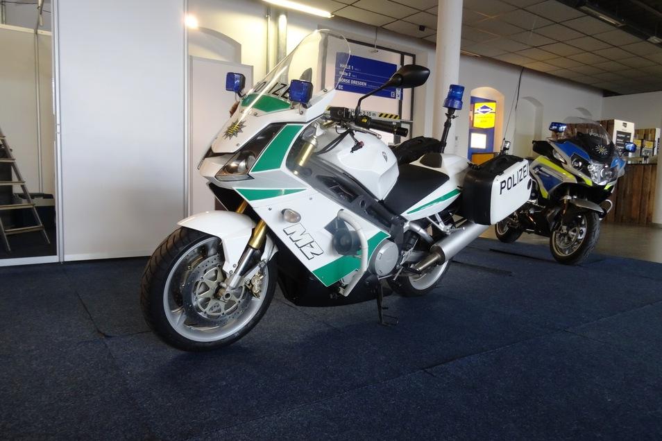 Auch die Polizei ist auf der Messe vertreten. Sie zeigt nicht nur ein aktuelles Motorrad, sondern auch diese Seltenheit - eine MZ.