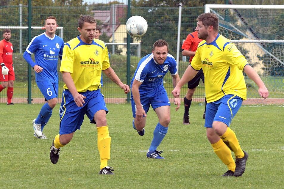 Sowohl der SV Ostrau 90 (gelbe Trikots) als auch der Roßweiner SV sind noch im Kreispokal vertreten. Das Achtelfinale soll am 19./20. Juni gespielt werden.