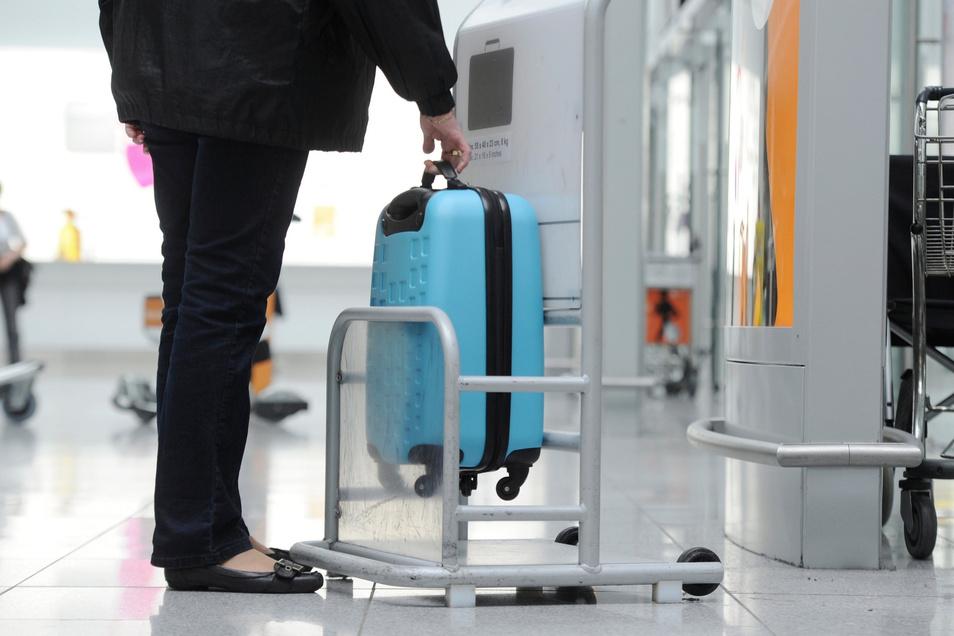 Am Flughafen testen ist gut. Aber vorab zu Hause die richtigen Abmessungen fürs Handgepäck zu checken, ist noch besser.