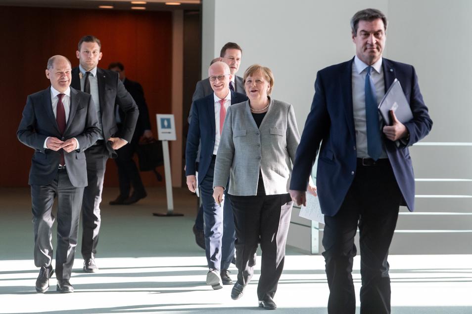Bei der Beurteilung von Sympathie und Leistung einzelner Politiker lag Bundeskanzlerin Angela Merkel (CDU) weiterhin ganz vorne. Auf Platz folgt weiterhin Bayerns Ministerpräsident Markus Söder (CSU)