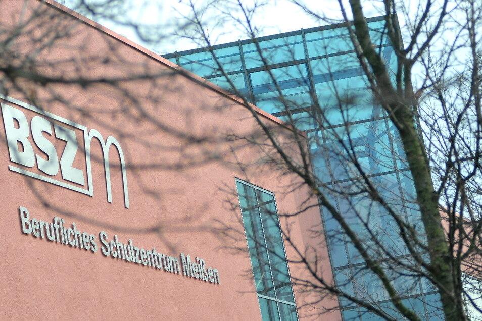 """Die Fachkräftemesse unter dem Motto """"Kommen & Bleiben"""" findet am 27. Dezember im Berufsschulzentrum Meißen statt."""