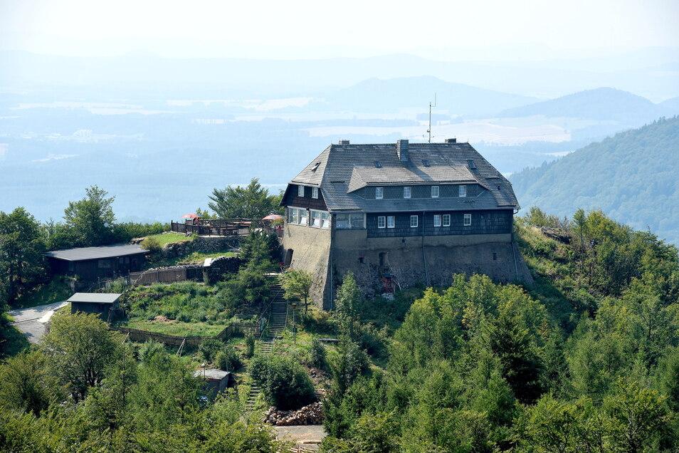 Die große Baude auf dem Hochwald steht auf unsicherem Grund. Jetzt sind zumindest die Fördermittel für die Sanierung des Mauerwerks da.