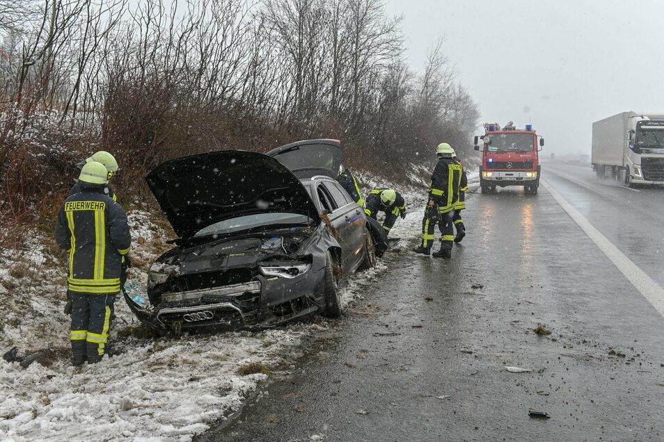 Durch den Unfall auf der A 4 bei Weißenberg wurde der Auto so schwer beschädigt, dass er abgeschleppt werden musste.