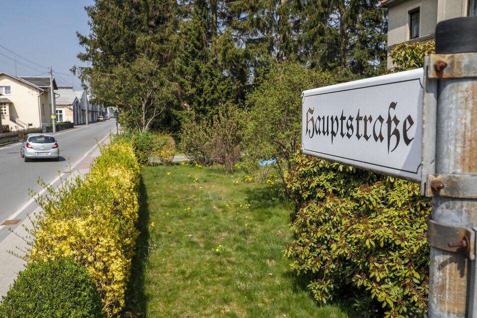 Dieses Straßenschild ist bald Geschichte. Die Leutersdorfer Hauptstraße wird umbenannt. Und noch ein paar andere Straßen.