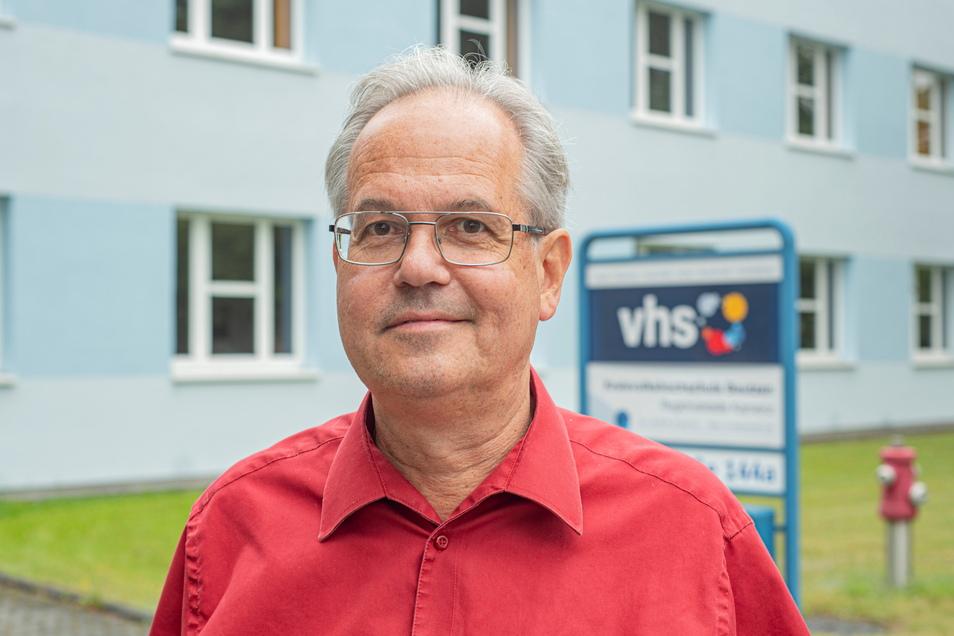 Klaus Helbig hat sich auf eigenen Wunsch von seiner Leiterstelle der Volkshochschule in Kamenz abberufen lassen.