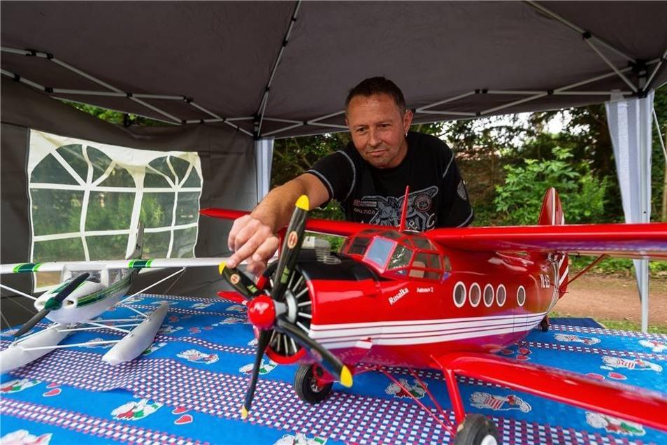 800-Jahr-Feier in Dippoldiswalde, Modellbauer René Röffer mit seiner Antonov 2