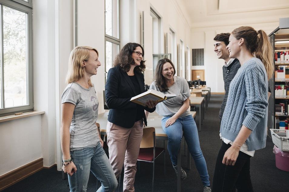 Studienalltag an der BA in Riesa – kleine Gruppen, individuelles Lernen, grüner Campus an der Elbe Bild: Mario Schmitt Photography