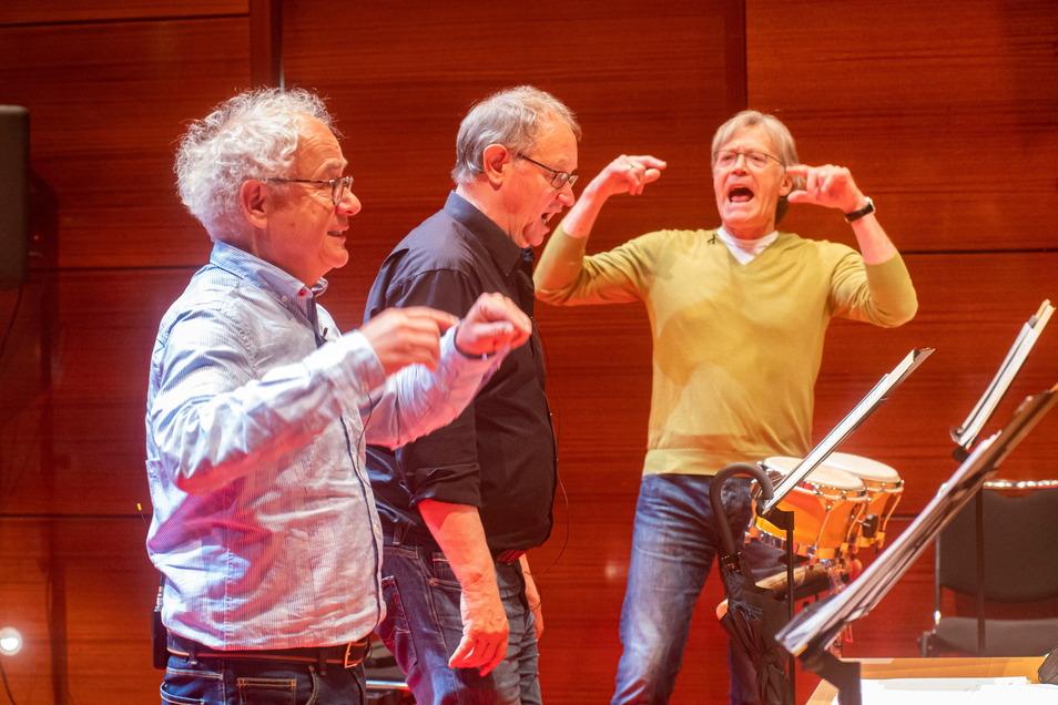 Das Zwingertrio probt im Kulturschloss mit der Elbland Philharmonie für einen Musik-Stream. Er führt musikalisch zurück in die 20er Jahre.