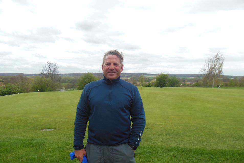 Peter Lux ist heute Golflehrer auf einem Rittergut in Niedersachsen.