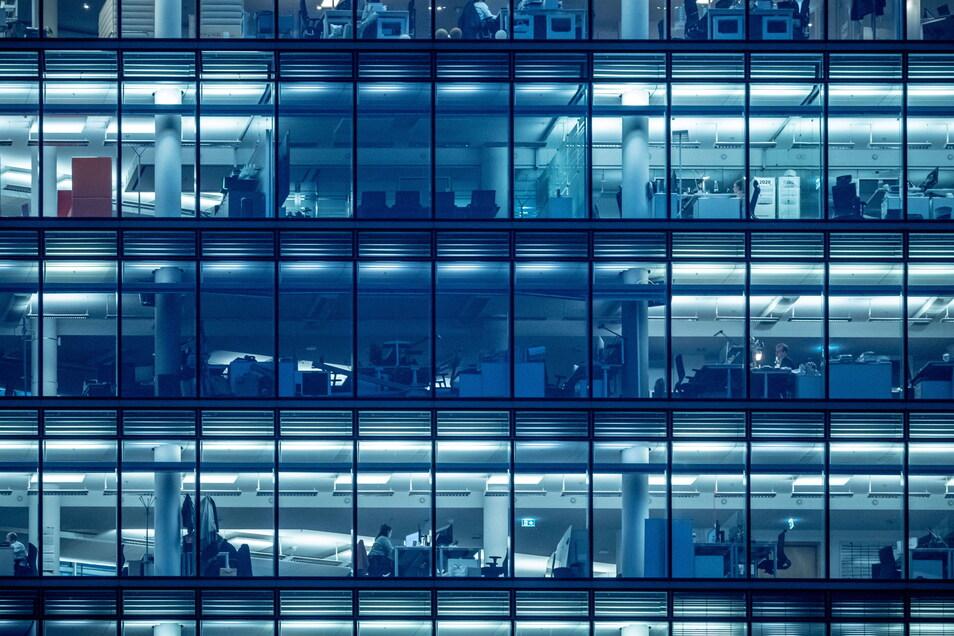 Großraumbüros gelten seit einiger Zeit als Übel der modernen Arbeitswelt.