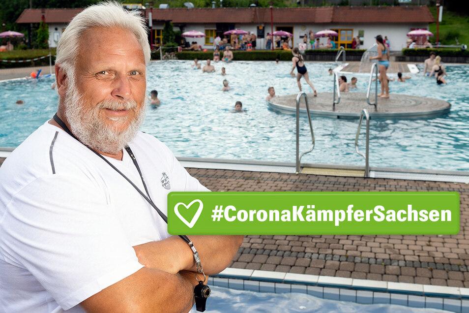 Schwimmmeister Uwe Nescheida hat alles im Blick, auch in Corona-Zeiten.