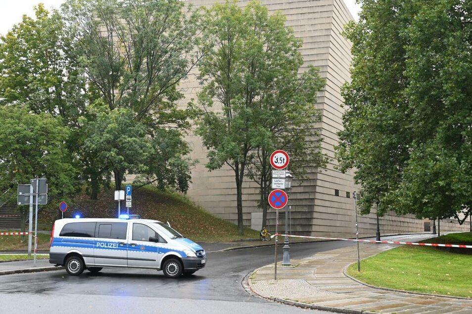 Auch unten am Terrassenufer ist der Hasenberg gesperrt.