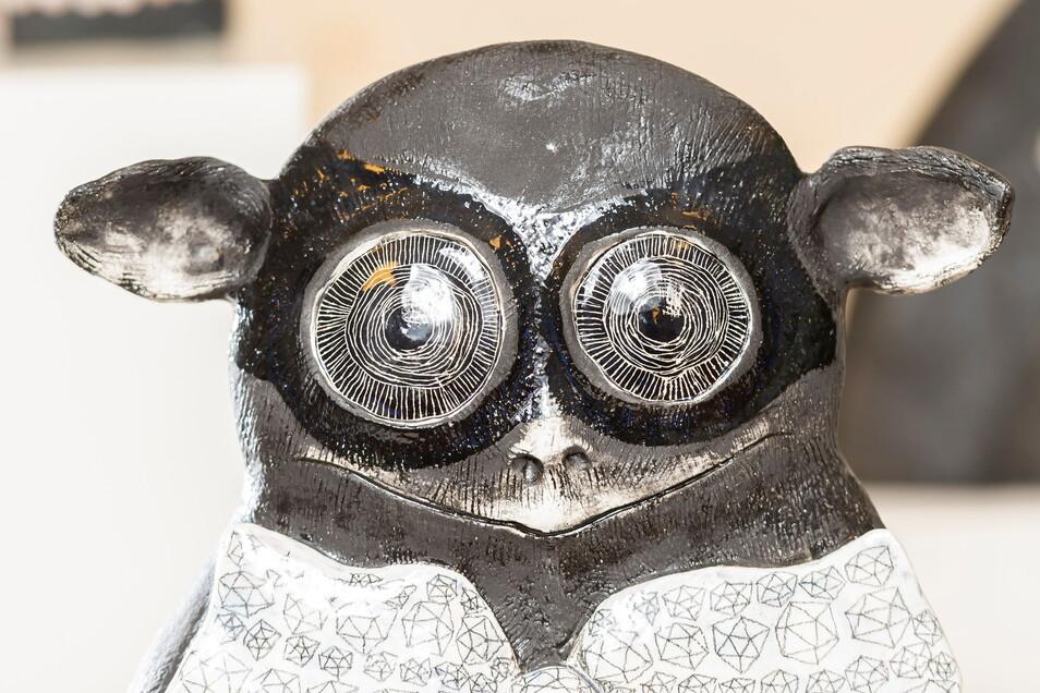 Der Koboldmaki macht nicht nur gierige Augen. sondern trägt auch schon die Diamanten-Brustschleife der Kurfürstin.