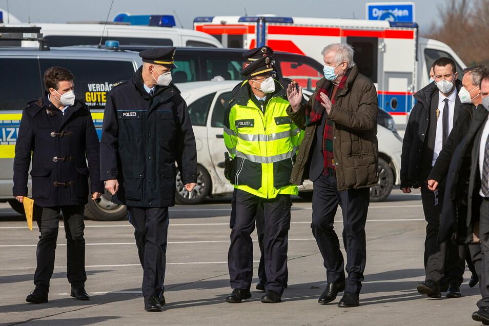 Bundesinnenminister Horst Seehofer (CSU) war am Donnerstag in Breitenau, um sich über die Situation an der Grenze zu Tschechien zu informieren. Hier gibt es enge wirtschaftliche Verflechtungen.