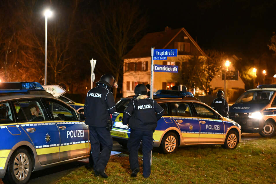 Ein 54-Jähriger Deutscher bedrohte am Freitagabend mit einer Schusswaffe seine Ex-Partnerin und löste damit einen Großeinsatz der Polizei aus.