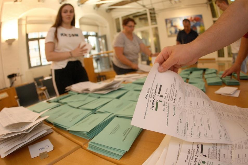 Dieses Jahr mussten in den Briefwahllokalen so viele Stimmen ausgezählt werden wie noch nie. So auch in Pirna.