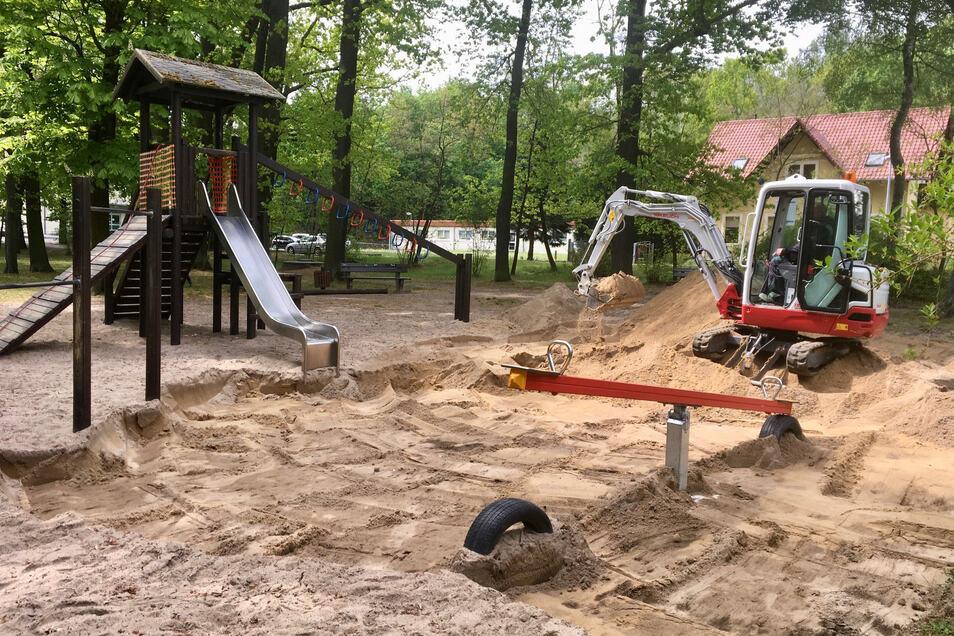 Radeburg: Der Spielplatz im Zille-Hain war zu Wochenbeginn wie die übrigen in den Ortsteilen der Stadt geöffnet worden. Jetzt wird dort allerdings gebaut.