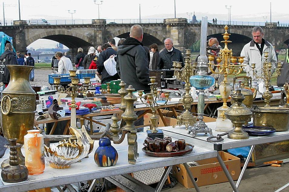 Der Elbeflohmarkt an der Dresdner Albertbrücke darf derzeit nicht stattfinden.