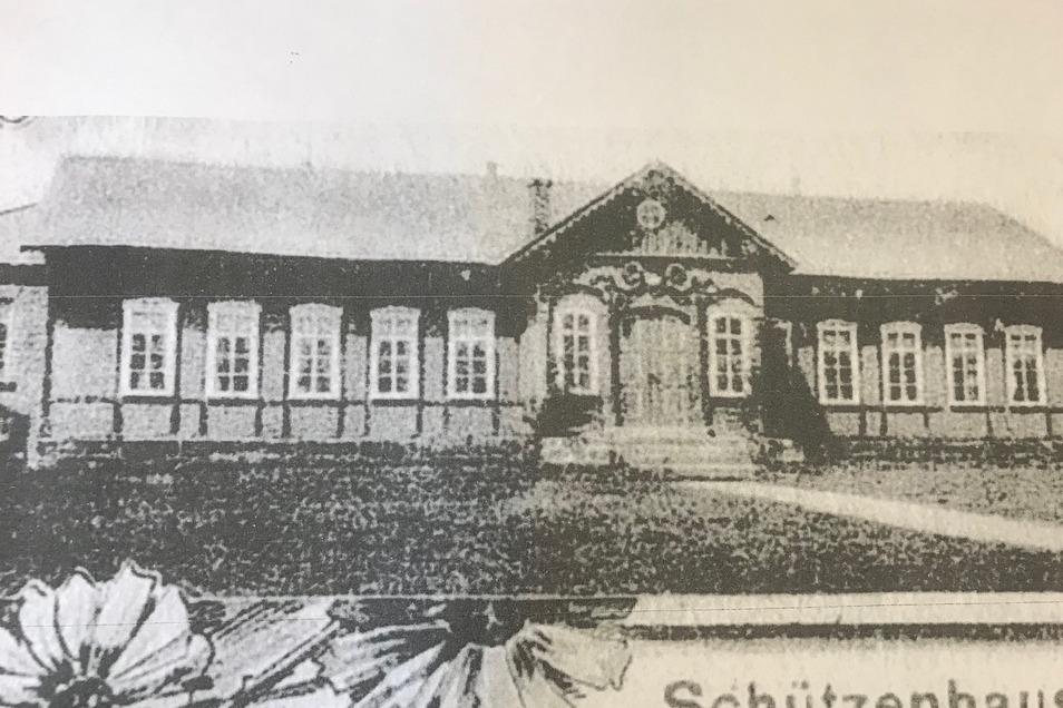 Die historischen Ansicht des Schützenhauses zeigt, dass es früher einen Anbau an der Straßenseite gab. So soll es wieder aussehen.