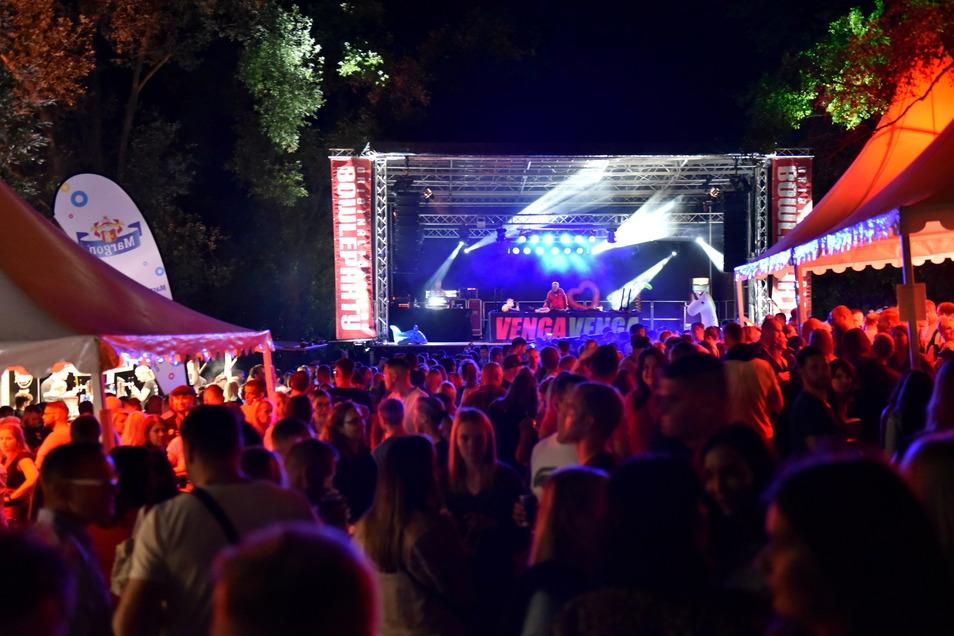 Tanzten bis in die Nacht: Partygäste beim Open Air an der Talsperre Malter.