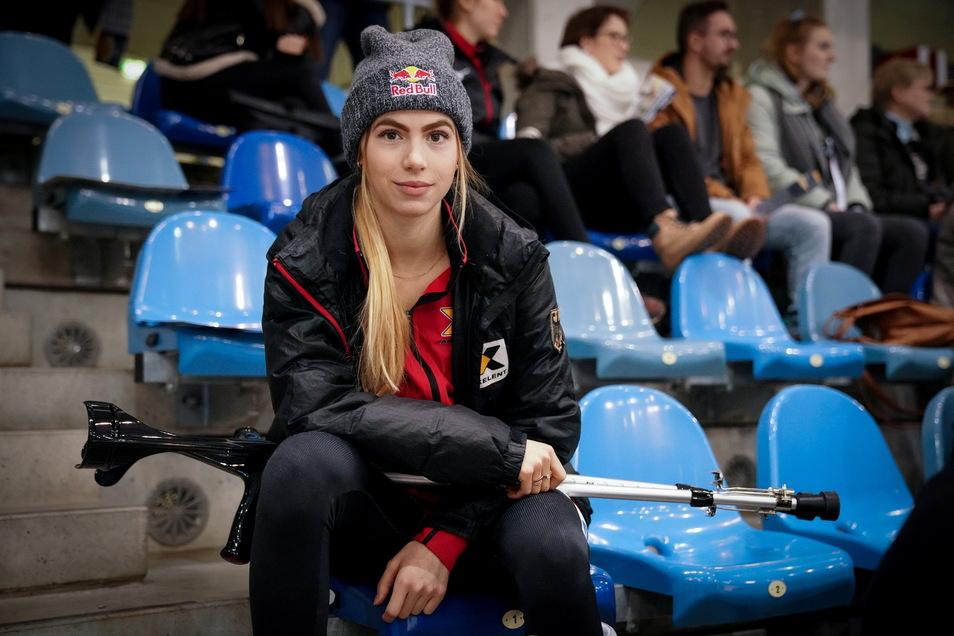 Das Bild ist knapp ein Jahr alt - und dennoch irgendwie aktuell. Beim Heim-Weltcup in Dresden musste Anna Seidel damals nach einem Knochenabriss zuschauen. Jetzt verletzte sich die 22-Jährige drei Tage vor der WM offenbar noch schwerwiegender.