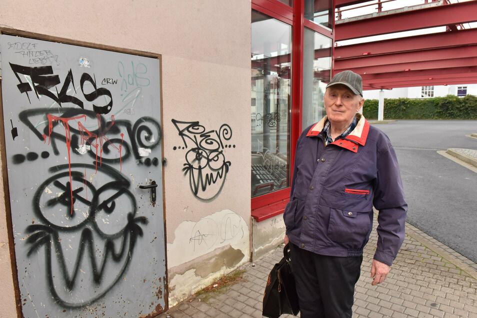 Nicht nur Heinz Wirrig ärgert sich über den Zustand des Dippser Busbahnhofes.