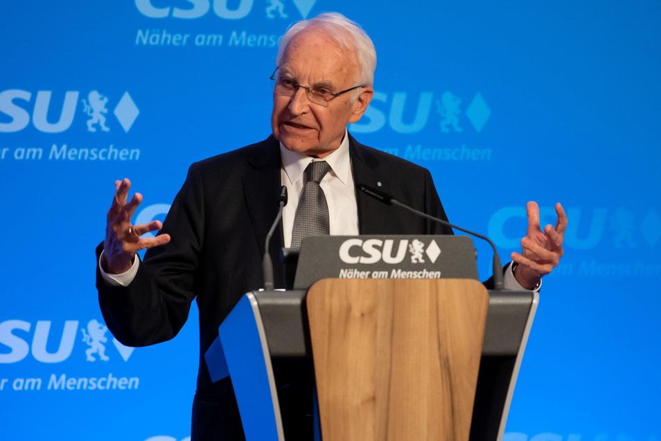 Der ehemalige bayerische Ministerpräsident Edmund Stoiber (CSU) wurde positiv auf das Coronavirus getestet.