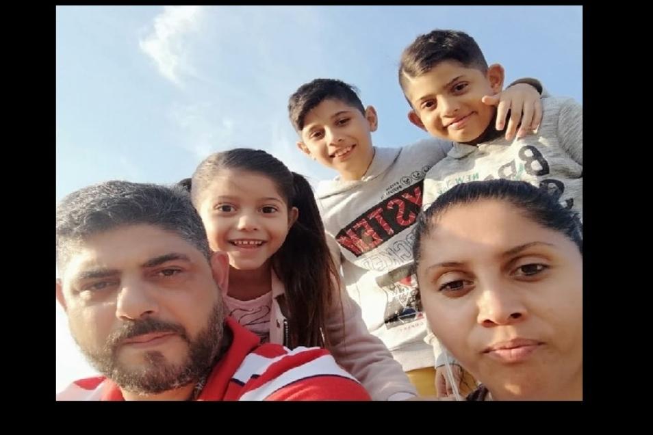 Bekir und Kamberovik mit den drei jüngsten Kindern: Auf der Suche nach Ruhe.