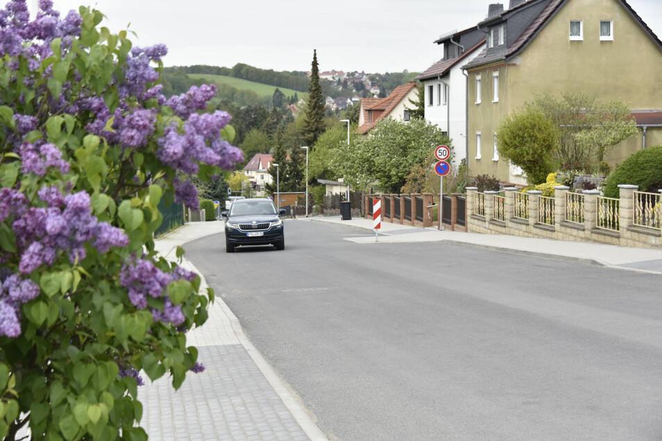 Der untere Abschnitt zwischen Alfred-Damm-Heim und Seniorenanlage ist bereits fertig und für den Verkehr freigegeben.