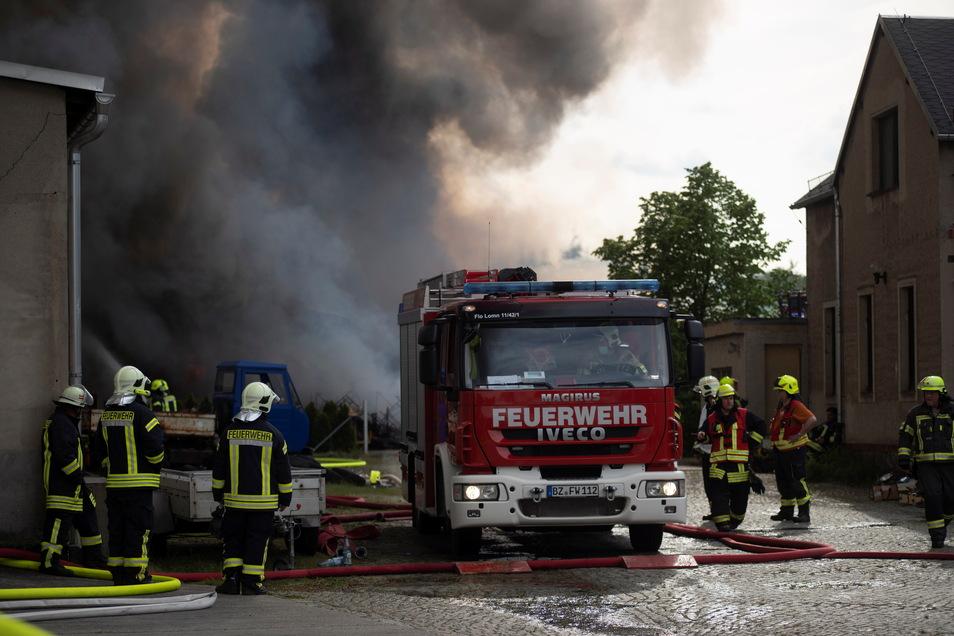 Über 300 Feuerwehrleute waren im Einsatz.