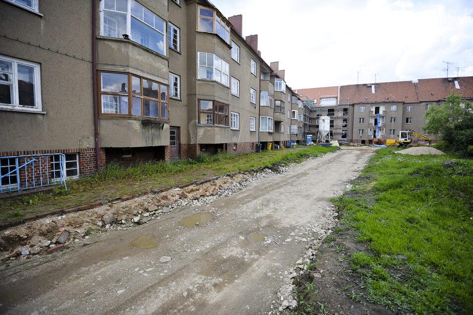 So sahen die Häuser in der Reichertstraße (links) und der Johann-Haß-Straße vor Beginn der Sanierung im Jahr 2012 aus.
